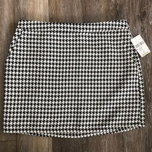 SALE | NWT B&W Houndstooth Mini Skirt